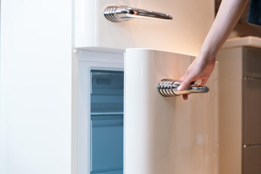 Koelkast schoonmaken: stappenplan en tips