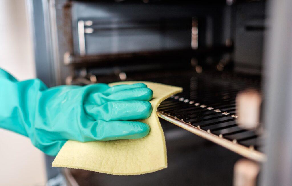 Oven schoonmaken: 6 beste tips